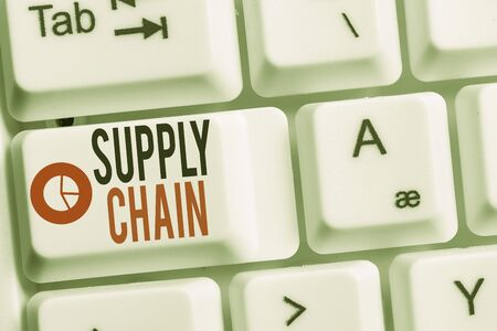Conceptual hand writing showing Supply Chain. Concept meaning System of organization and processes from supplier to consumer Keyboard with note paper on white background key copy space Foto de archivo - 130155778