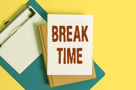 Word writing text Break Time. Business photo showcasing Period of rest or recreation after doing of certain work Pile of empty papers with copy space on the table Stok Fotoğraf