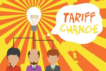 Textschild mit Tarifänderung. Geschäftsfoto mit Änderung der Import-Export-Steuern für Waren und Dienstleistungen Gruppe drei leitende Personen, die das Ideensymbol teilen. Treffen des Startup-Teams