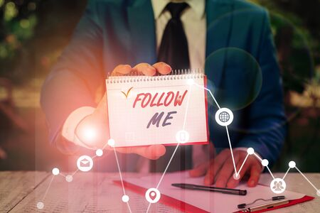 Writing note showing Follow Me. Business concept for Inviting a demonstrating or group to obey your prefered leadership Stockfoto