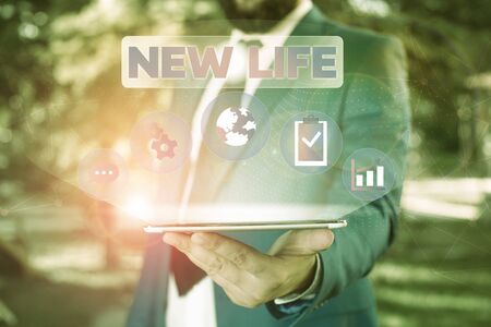 Text sign showing New Life. Business photo showcasing start of change in the existence of an individual or animal Male human wear formal work suit presenting presentation using smart device Foto de archivo - 131362785