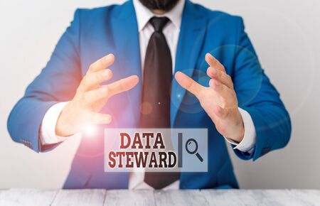 Handwriting text writing Data Steward. Conceptual photo responsible for utilizing an organization s is data governance Man holds empty paper with copy space in front of him Space Stockfoto