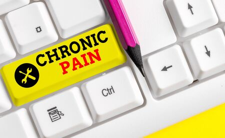 Handwriting text Chronic Pain. Conceptual photo pain that is ongoing and usually lasts longer than six months White pc keyboard with empty note paper above white background key copy space Banco de Imagens