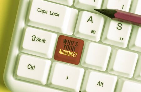 Text sign showing Who S Your Audience Question. Business photo text asking someone about listeners category Coaching White pc keyboard with empty note paper above white background key copy space 版權商用圖片