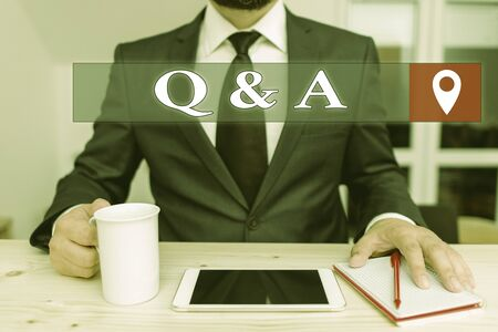 Writing note showing Q And A. Business concept for a period of time or an occasion when someone answers questions Stockfoto