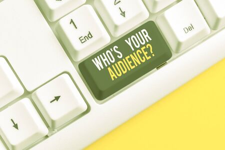 Conceptual hand writing showing Who S Your Audience Question. Concept meaning asking someone about listeners category Coaching White pc keyboard with note paper above the white background Stockfoto