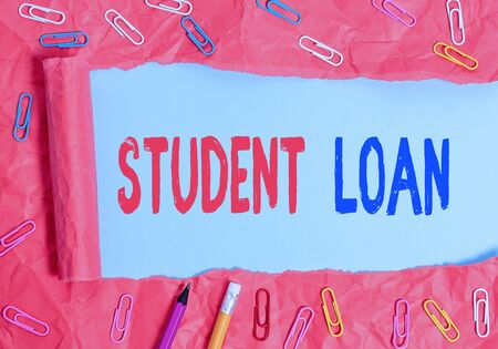 Text sign showing Student Loan. Business photo showcasing financial assistance designed to help students pay for school Banco de Imagens - 131201178