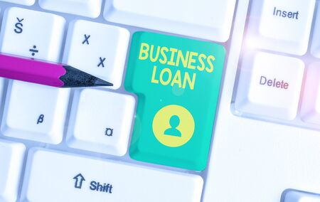 Writing note showing Business Loan. Business concept for Credit Mortgage Financial Assistance Cash Advances Debt White pc keyboard with note paper above the white background Banco de Imagens - 131348520