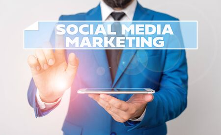 Handwriting text Social Media Marketing. Conceptual photo use of Website and Network to promote Product Service Businessman with pointing finger in front of him Stockfoto