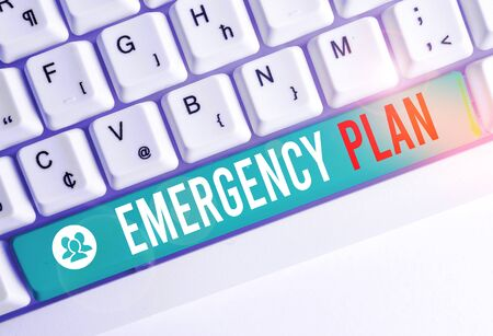 Writing note showing Emergency Plan. Business concept for procedures for handling sudden or unexpected situations White pc keyboard with note paper above the white background 스톡 콘텐츠