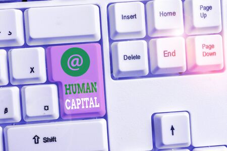 Text sign showing Huanalysis Capital. Business photo text Intangible Collective Resources Competence Capital Education White pc keyboard with empty note paper above white background key copy space 版權商用圖片 - 131881640