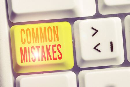 Handwriting text writing Common Mistakes. Conceptual photo actions that are often used interchangeably with error White pc keyboard with empty note paper above white background key copy space Stockfoto