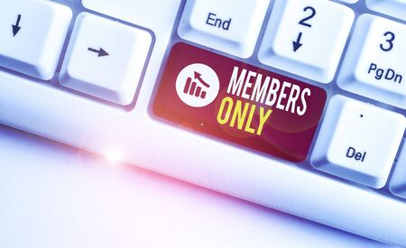Writing note showing Members Only. Business concept for Limited to an individual belongs to a group or an organization White pc keyboard with note paper above the white background Banco de Imagens