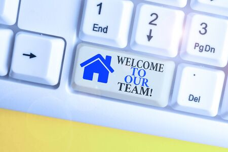 Writing note showing Welcome To Our Team. Business concept for introducing another demonstrating to your team mates White pc keyboard with note paper above the white background Zdjęcie Seryjne