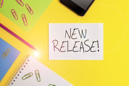 Writing note showing New Release. Business concept for announcing something newsworthy recent product Paper sheets square notebook pencil clips smartphone colored background 版權商用圖片 - 133024806