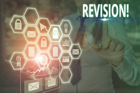 Schreiben Hinweis mit Revision. Geschäftskonzept für Maßnahmen zur Überprüfung von Personen wie Wirtschaftsprüfung oder Buchhaltung Bild-Foto-Netzwerk-Schema mit modernem Smart-Gerät