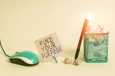 Handwriting text writing Find Your Purpose question. Conceptual photo reason for something is done or for which exists Plain note paper and stationary placed above soft pastel colour backdrop Banco de Imagens