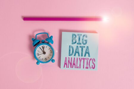 Word writing text Big Data Analytics. Business photo showcasing The process of examining large and varied data sets Metal vintage alarm clock wakeup blank notepad marker colored background Banque d'images