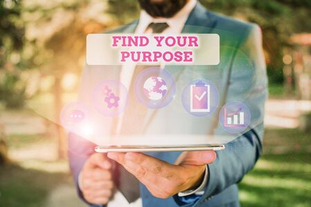 Writing note showing Find Your Purpose question. Business concept for reason for something is done or for which exists Male human wear formal suit presenting using smart device Standard-Bild - 133468544
