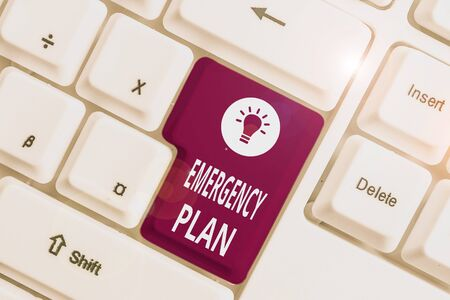 Conceptual hand writing showing Emergency Plan. Concept meaning procedures for handling sudden or unexpected situations White pc keyboard with note paper above the white background 版權商用圖片