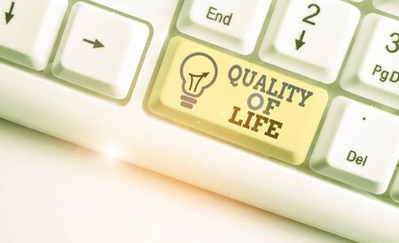 Conceptual hand writing showing Quality Of Life. Concept meaning being in good health decent job Enjoying every moment Stok Fotoğraf