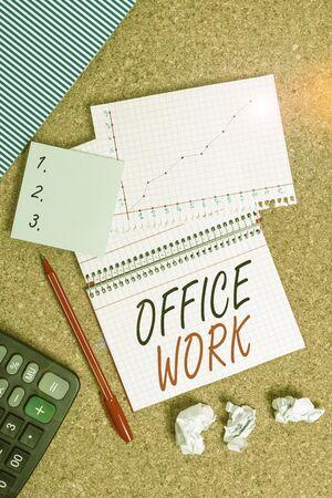 显示办公室工作的概念性手写。概念是指任何文书或行政工作的组织,书桌,笔记本,纸,办公室,纸板,学习用品图表