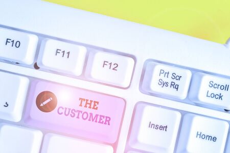 Writing note showing The Customer. Business concept for demonstrating or organization that buys goods or services from a store White pc keyboard with note paper above the white background Stockfoto