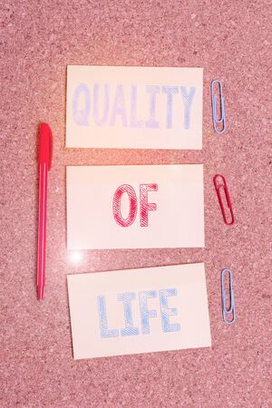 Writing note showing Quality Of Life. Business concept for being in good health decent job Enjoying every moment Empty sticker reminder memo billboard corkboard desk paper Stok Fotoğraf