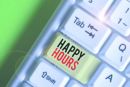 Writing note showing Happy Hours. Business concept for when drinks are sold at reduced prices in a bar or restaurant 免版税图像