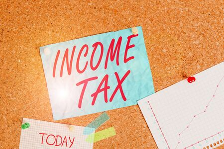 Text sign showing Income Tax. Business photo showcasing Annual charge levied on both earned and unearned income Corkboard color size paper pin thumbtack tack sheet billboard notice board Standard-Bild