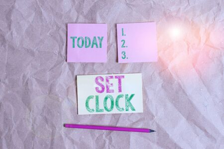 Handwriting text Set Clock. Conceptual photo put it to the right time or change the clock time to a later time Papercraft craft paper desk square spiral notebook office study supplies Zdjęcie Seryjne