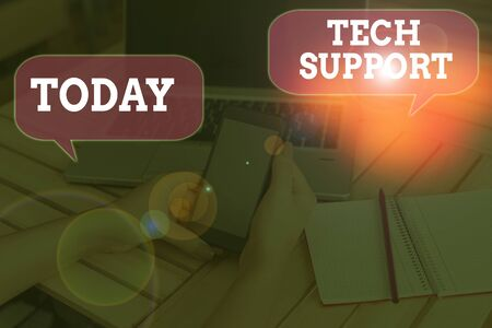 Writing note showing Tech Support. Business concept for advising and troubleshooting service provided by a analysisufacturer Stockfoto