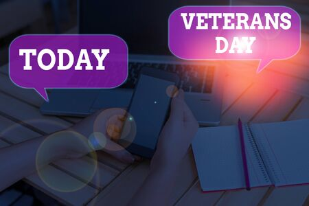 Writing note showing Veterans Day. Business concept for a public holiday to honour US veterans and victims of all wars Archivio Fotografico