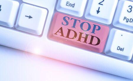 显示停止adhd的概念性手文字。概念意义放入结束儿童心理健康障碍过度活跃