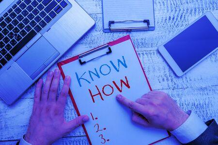 Escritura a mano conceptual mostrando Know How. Concepto Significado el proceso para aprender a hacer las cosas que hará por primera vez