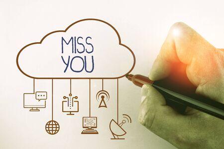 Textschild mit Miss You. Geschäftsfoto mit traurigem Gefühl, weil Sie nicht mehr hier sind, liebevolle Nachricht