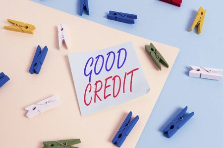 Text sign showing Good Credit. Business photo showcasing borrower has a relatively high credit score and safe credit risk Colored clothespin paper empty reminder yellow blue floor background office 版權商用圖片 - 135230383