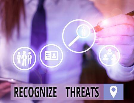 Segno di testo che mostra riconoscere le minacce. Il testo della foto aziendale potrebbe causare gravi danni a un sistema informatico Archivio Fotografico