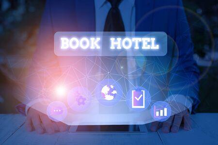 Handschrift Text Hotel buchen. Konzeptionelles Foto eine Vereinbarung, die Sie für ein Hotelzimmer oder eine Unterkunft treffen Standard-Bild