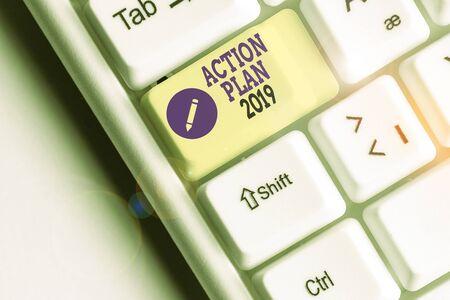 Texte de l'écriture manuscrite Plan d'action 2019. Photo conceptuelle stratégie proposée ou plan d'action pour l'année en cours