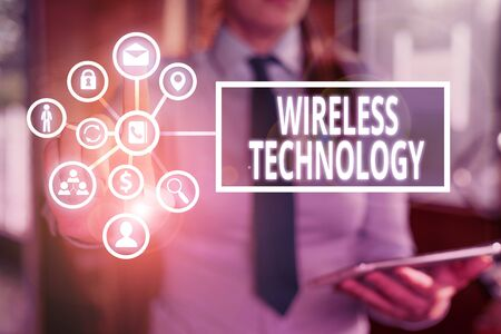 Word writing text Wireless Technology. Business photo showcasing a technology that allows wireless communication Banque d'images