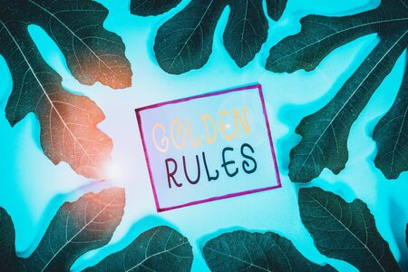 Writing note showing Golden Rules. Business concept for basic principle that should always follow to ensure success Standard-Bild