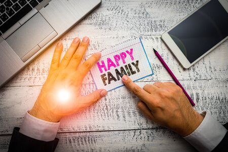 Text sign showing Happy Family. Business photo showcasing family members staying together spending quality time Foto de archivo - 138047588