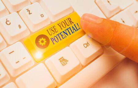 Texte de l'écriture écrit Utilisez votre potentiel. La photo conceptuelle permet d'atteindre autant de capacités naturelles que possible Banque d'images