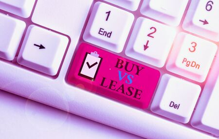 Writing note showing Buy Vs Lease. Business concept for Own something versus borrow it Advantages Disadvantages White pc keyboard with note paper above the white background Foto de archivo