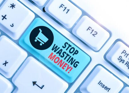 Segno di testo che mostra smettere di sprecare denaro. Testo della foto aziendale che consiglia di dimostrare di iniziare a salvare e utilizzarlo con saggezza