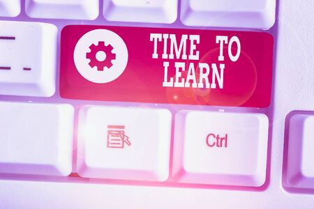 Text sign showing Time To Learn. Business photo showcasing Obtain new knowledge or skill Educational or career growth Zdjęcie Seryjne