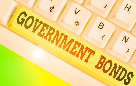 L'écriture de texte Word Obligations du gouvernement. Photo d'entreprise présentant un titre de créance émis par un gouvernement pour soutenir les dépenses Banque d'images