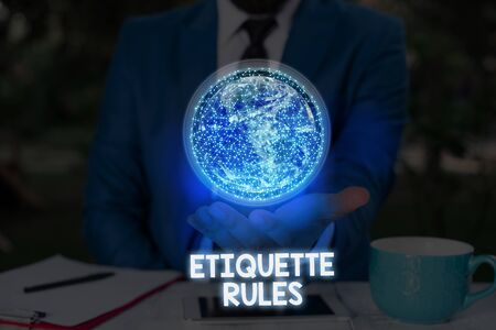 Writing note showing Etiquette Rules. Business concept for customs that control accepted behavior in social groups Banque d'images
