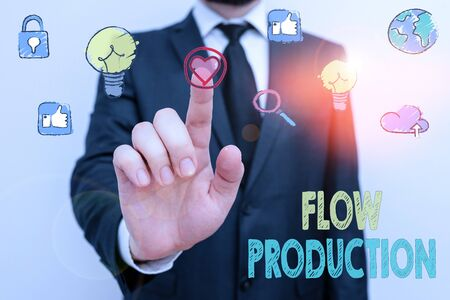 Escribir nota que muestra la producción de flujo. El concepto de negocio para los artículos se produce de un paso de procesamiento al siguiente.